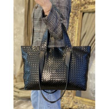 Женская кожаная сумка FLORIANA. Черный