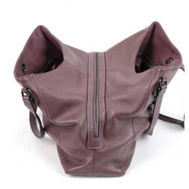 Женская кожаная сумка LUCRECIA TOUT.